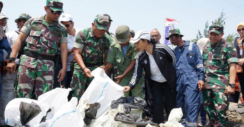 Photo of Menteri Rini: Penanganan Tumpahan Minyak Anjungan YYA-1 Selesai September 2019