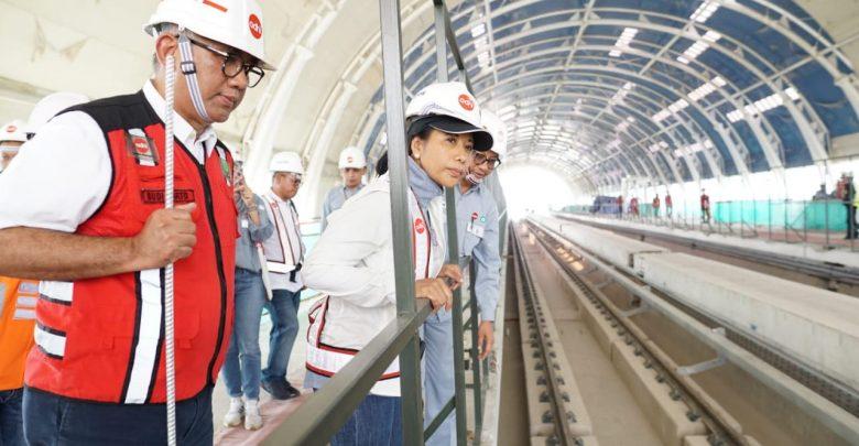 Photo of Menteri Rini Pastikan LRT Cawang-Cibubur Beroperasi Akhir Oktober 2019