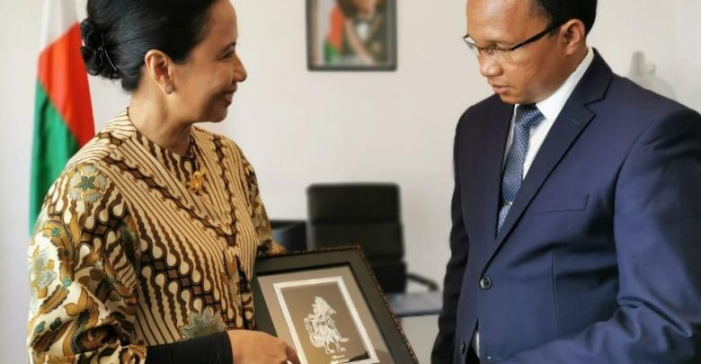 Photo of Menteri Rini Ajak Lima BUMN Garap Proyek Tambang di Madagaskar