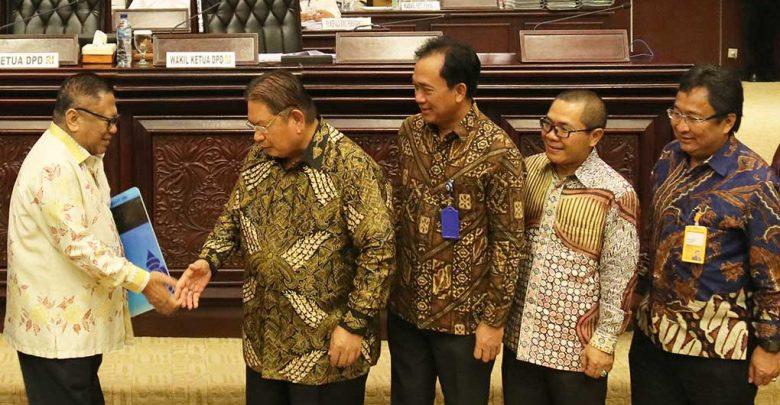 Photo of Anggota DPR Dan DPD Purnatugas Resmi Jadi Nasabah Bank Mantap