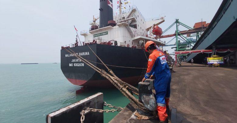 Photo of Urai Antrian Kapal Tongkang Sungai Mahakam, Ini Langkah Antisipasi Pelindo IV
