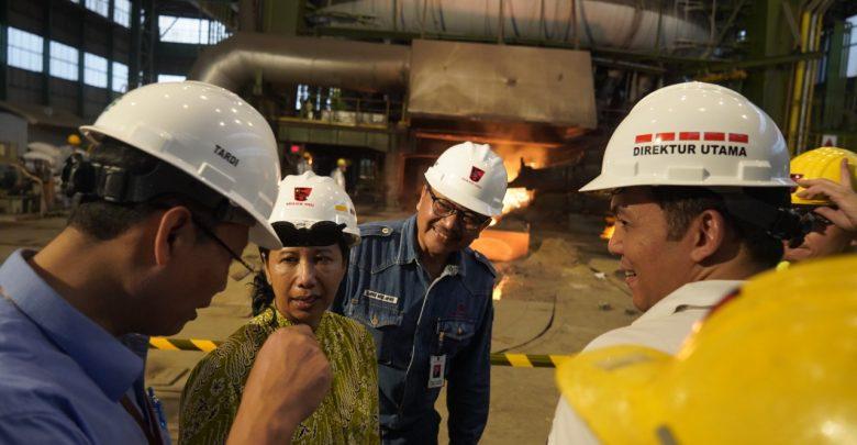 Photo of Kunjungi Pabrik Blast Furnace, Menteri Rini: Krakatau Steel Akan Lebih Sehat