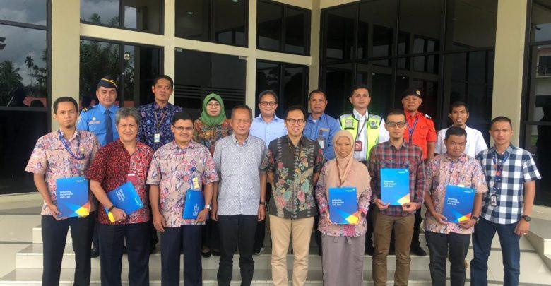 Photo of Pengalihan Operasional 3 Bandara, PT APII Serahkan SK Organisasi dan Penugasan Karyawan