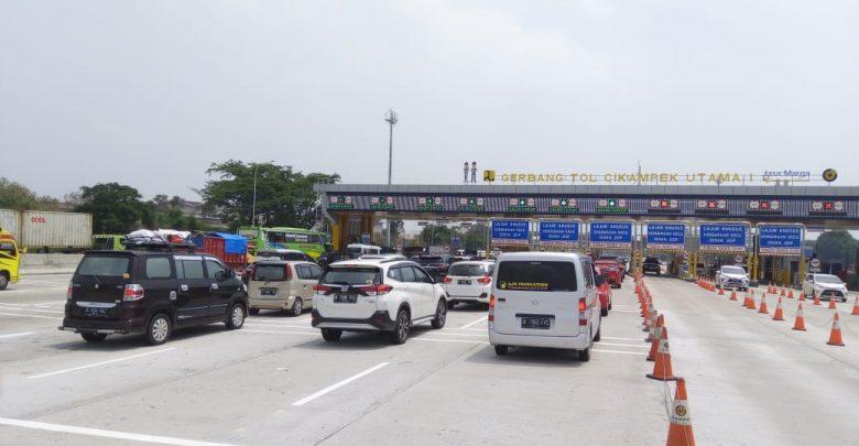 Photo of Penyelesaian Proyek KCIC, Jasa Marga Tutup Sebagian Lajur Ruas Jakarta-Cikampek