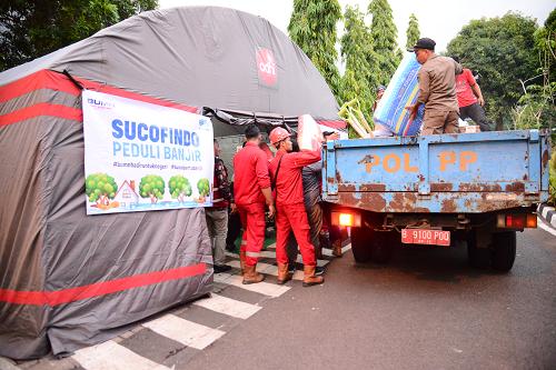 Photo of Peduli Banjir, Sucofindo Berikan Bantuan Makanan Hingga Perlengkapan Tidur