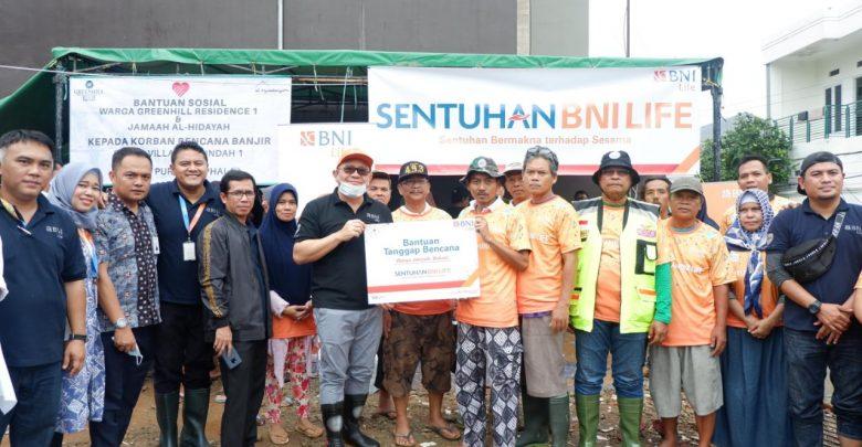 Photo of BNI dan BNI Life Beri Bantuan Korban Banjir di Jakarta, Bekasi dan Banten