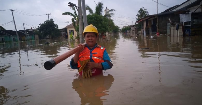 Photo of Demi Keselamatan Warga, PLN Padamkan Sejumlah Daerah Terdampak Banjir