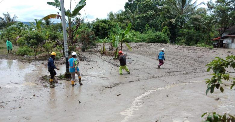 Photo of PLN Pulihkan Listrik Pasca Banjir Bandang dan Longsor di Tanah Datar