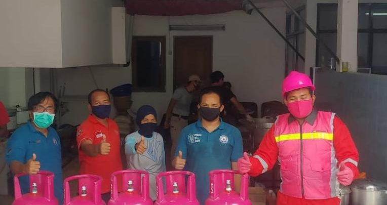 Photo of Ringankan Beban Masyarakat PSBB, Pertamina Salurkan Bantuan LPG untuk Dapur Umum