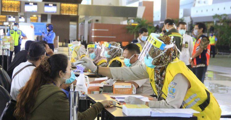 Photo of Penerbangan Repatriasi WNI Capai 10.000 Orang, Personel Kesehatan Bandara Soetta Ditambah
