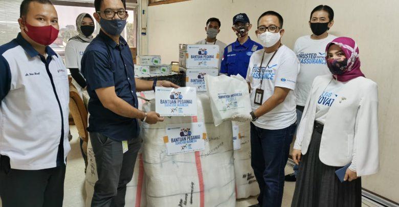 Photo of Sukarela Potong Gaji, Pegawai PTSI Bantu APD hingga Makanan ke RS BUMN