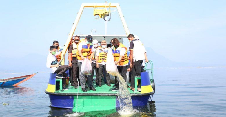 Photo of Jasa Tirta II Tebar Benih Ikan di Waduk Jatiluhur