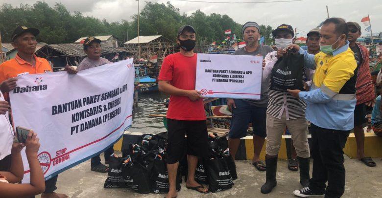 Photo of Dahana Berikan Sembako Kepada Nelayan Muara Angke