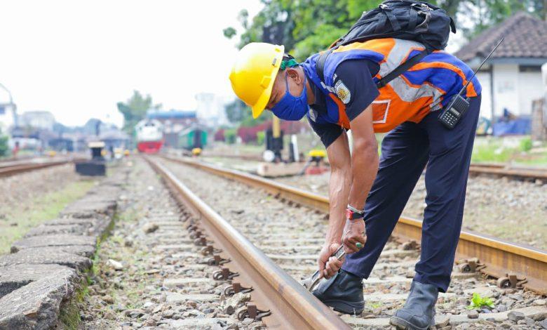 Photo of Petugas Pemeriksa Jalur, Profesi Vital untuk Keselamatan Perjalanan Kereta Api