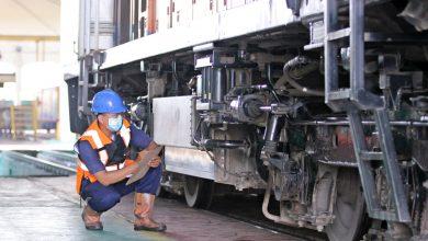 Photo of Petugas Sarana KAI, Profesi  yang Memastikan Kereta-Gerbong dan Lokomotif Siap Dioperasikan