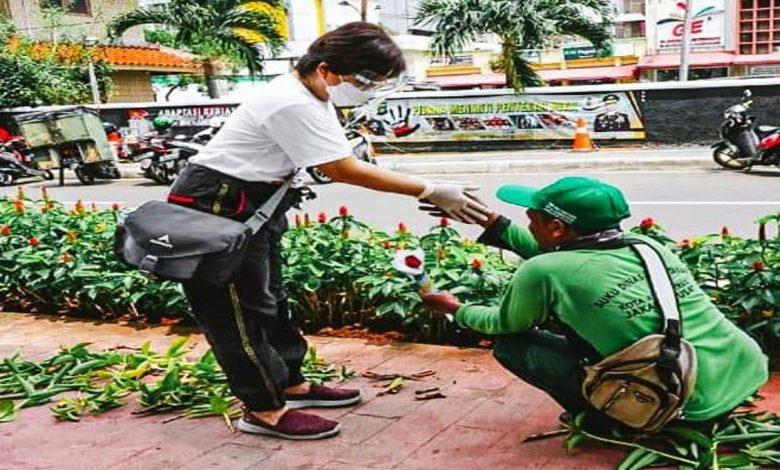 """Photo of Dukung Petani di Hari Pahlawan, Sarinah Prakarsai Kampanye """"Ucapkan dengan Bunga"""""""